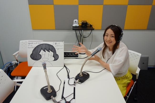 ABCラジオスタジオにて 山本さほ(左)、植田佳奈(右)