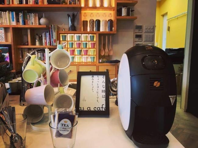 「as a cafe」ではコーヒーや 菓子などを提供している