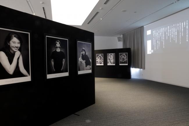 11月9日、10日に行われた医師会館でのポートレート作品展示の様子