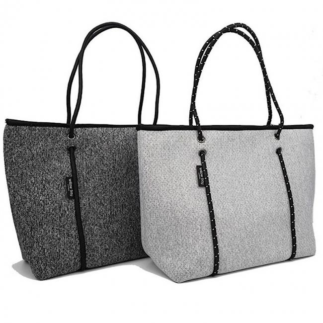通勤用バッグとしても人気のジップタイプは男性の愛用者も多い
