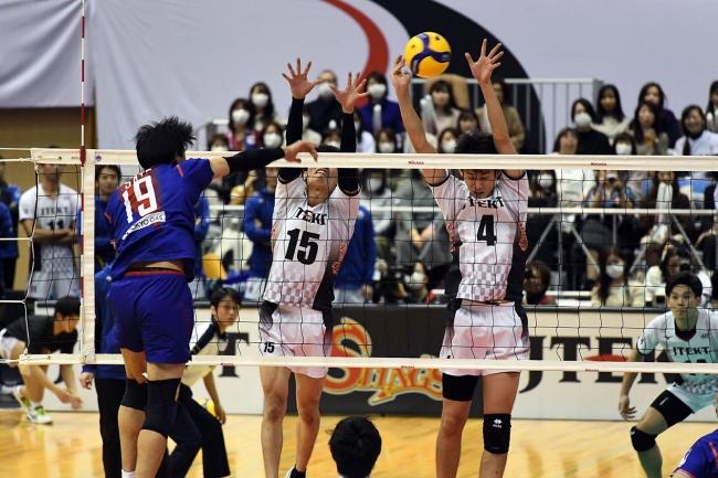 レギュラーラウンド首位通過を狙うジェイテクトはFC東京にストレート勝利を納めた(対FC東京戦第2セット)