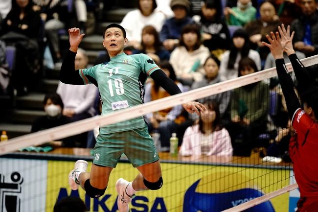 ホーム広島で勝利を挙げたJT広島・陳(対WD名古屋戦 第1セット)