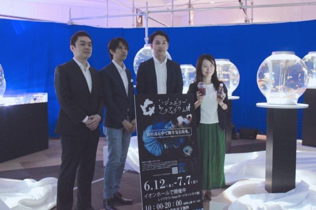 左からニッポンプラットフォーム菱木 信介と主催者の皆さまと