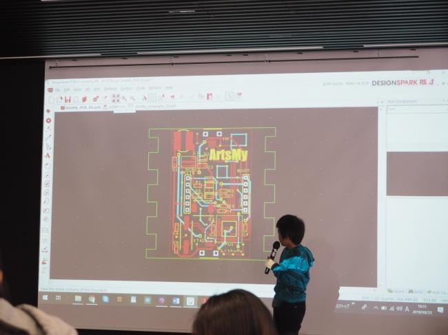 本格的なエンジニアリングの学習により、論理的思考能力を身につけるだけでない環境です。小学校5年生が回路設計を行いました。