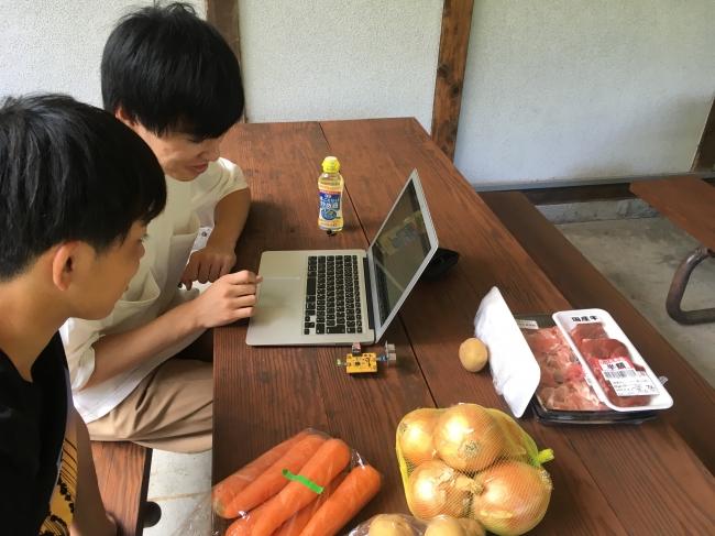 キャンプ場にて野菜の大きさを判定して子どももお手伝いできる仕組みを開発