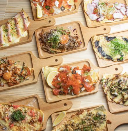 【個性豊かなツマミピザは全10種類。ご友人とシェアして色々なメニューを召し上がれ】