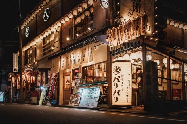 【個性豊かな店舗が軒を連ねる情景はサン・セバスチャンを想起させます。】
