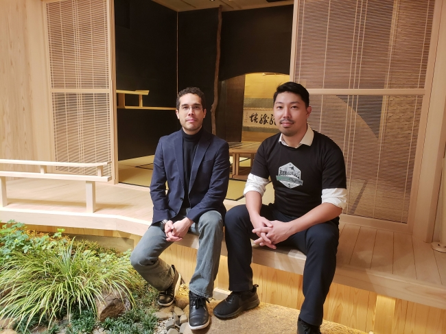 EDGEof代表取締役Co-CEO小田嶋Alex太輔氏とエアロダインジャパン代表の伊藤英(社内の茶室にて撮影)