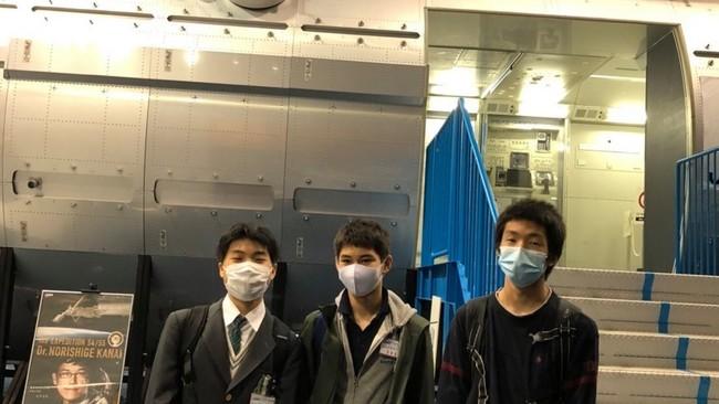 写真左:佐藤 裕成 アレックス(14歳)、中央:Joshua 衣笠 Karpelowitz(15歳)