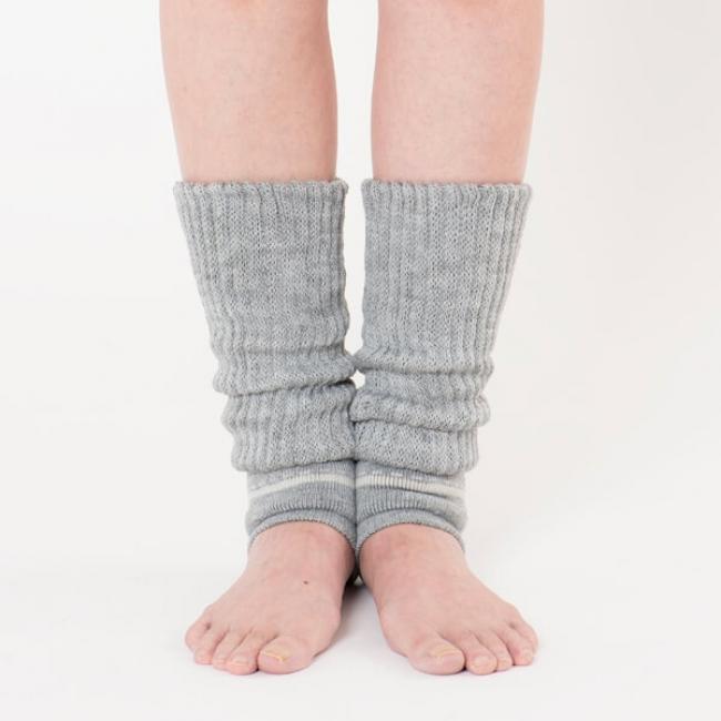 岡本の「靴下サプリ まるでこたつレッグウォーマー」着用