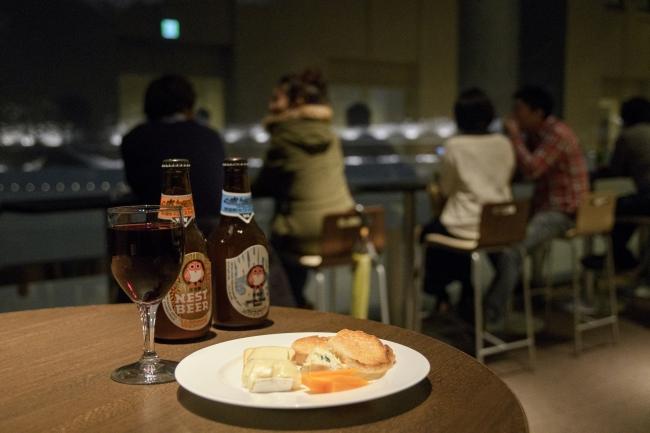 料理とお酒を提供