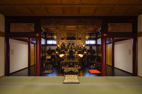 弘法寺本堂の写真です。御本尊は弘法大師空海。大日如来と不動明王が両脇を固めております。