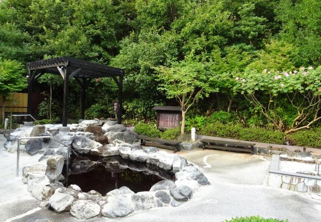 源泉かけ流しの露天風呂1