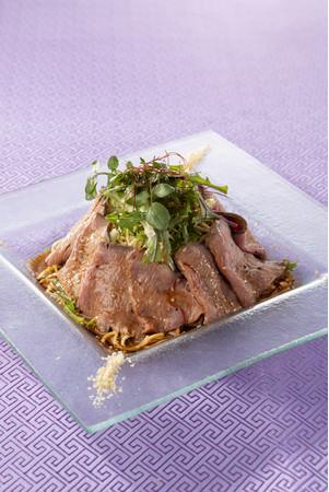 ローストビーフとハーブサラダの坦坦冷麺(銀座アスター 昴 SUBARU)¥2,200