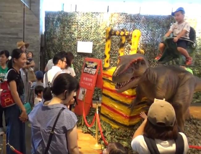 ▲恐竜ロボット(昨年の様子)
