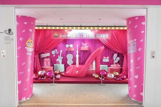 天望回廊での展示演出「Backstage」 (C) 2019 Mattel. All Rights Reserved. (C)TOKYO-SKYTREE