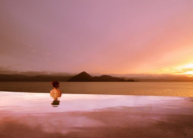 大浴場・露天風呂: 空(くう)に浮かぶ露天風呂 湖上の湯