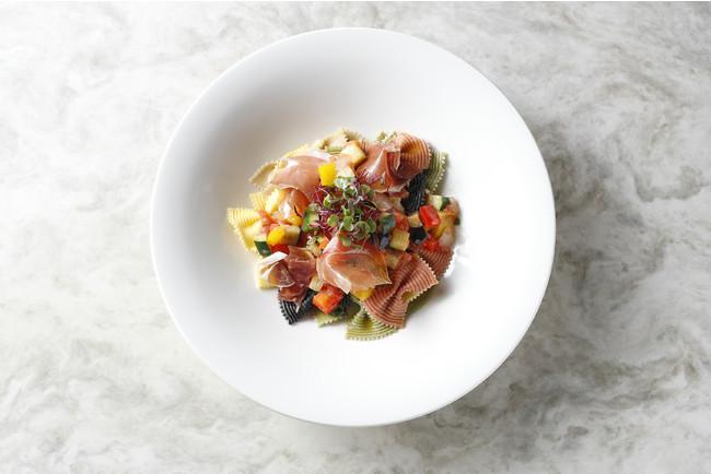 カラフルリボンパスタと夏野菜のラタトゥイユ