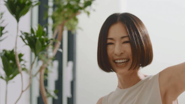 """未来の食事を救う!""""スーパーフードの王様""""スピルリナ新CMに女優「松雪 ..."""