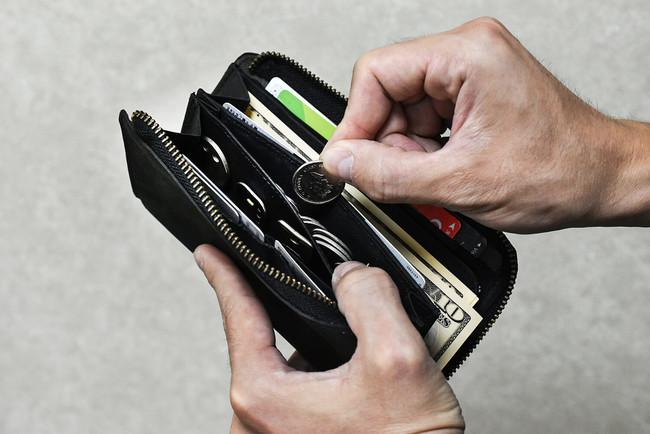 ファスナーが無いコインポケット