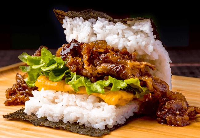 神戸牛がぎっしり100gの神戸牛おにぎりバーガー