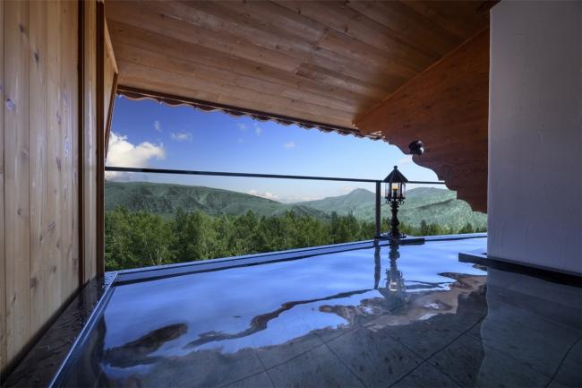 奥志賀高原の大自然を一望できる空中露天風呂
