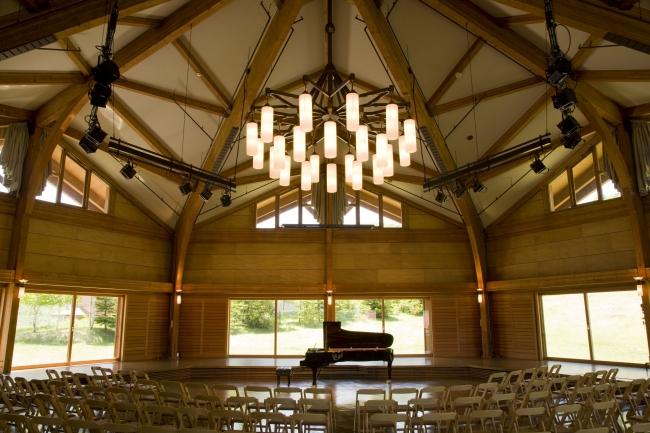 森の音楽堂の利用で大規模のカンファレンスもできます