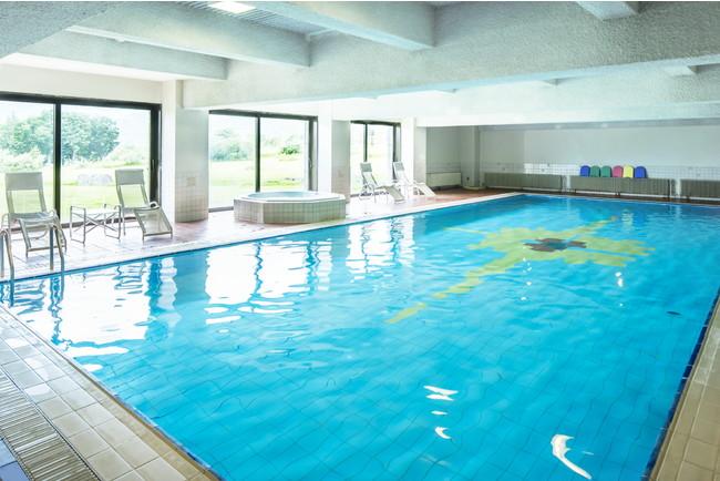 18mの本格的温水プール。ジャグジー・サウナも完備