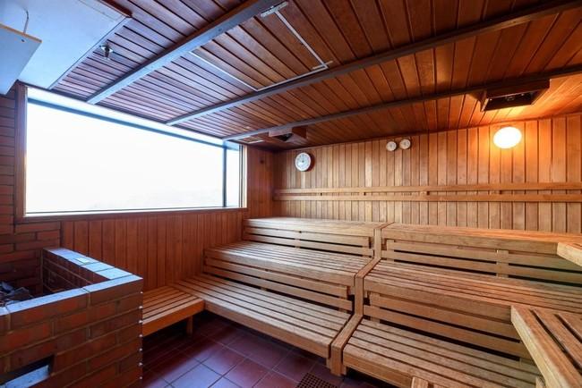 大浴場に隣接されている密のない広いサウナ