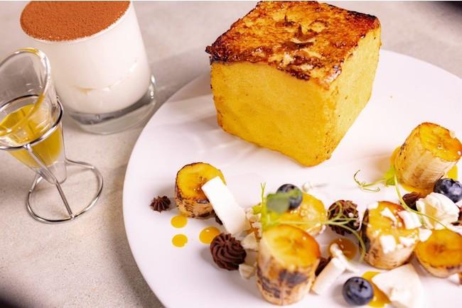「フレンチトースト×バナナのキャラメリーゼ」 自家製ブリオッシュをバニラが香るアパレイユに1日漬けバターをたっぷりと使い焼き上げます。キャラメリーゼしたバナナのコンフィを贅沢に添えて。