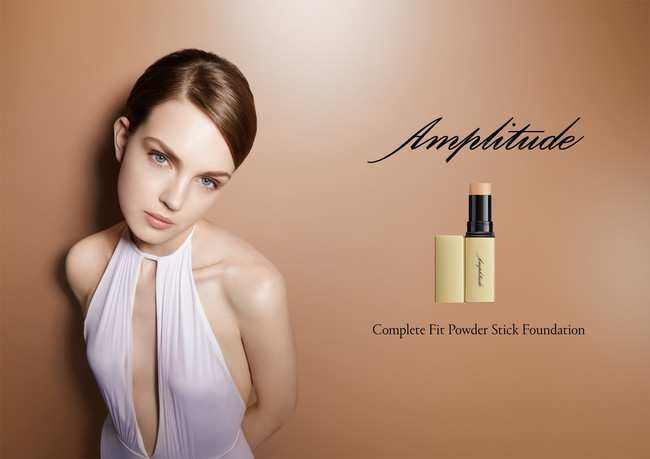 Complete Fit Powder Stick Foundation モデルビジュアル
