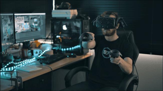 (VR空間を通じてロボットに遠隔で穿孔作業の指示を行う様子)