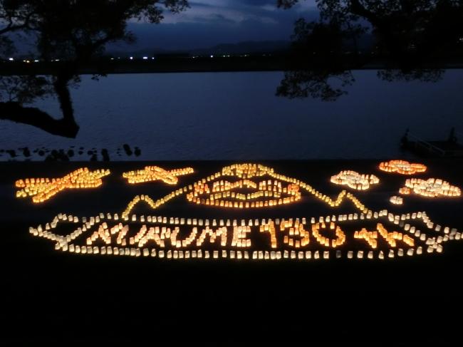 筑後川河川敷に灯りの灯明アート