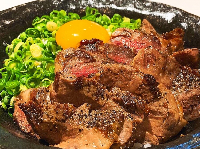 TKG(卵かけご飯)をUS和牛で贅沢に。炭火焼きの香りと特製タレが卵にマッチ