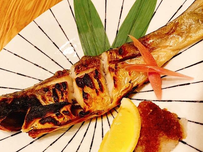 昔は王族のみが食べることを許されていた魚モイを塩焼きに