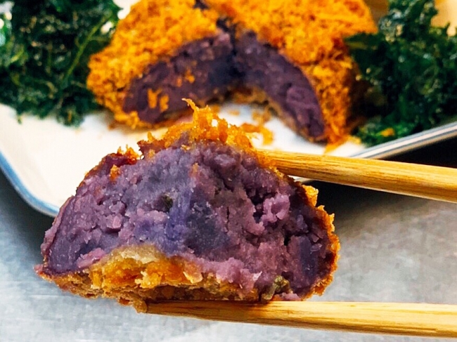 甘味のある紫芋を使ったコロッケは、子供が大好きな味!
