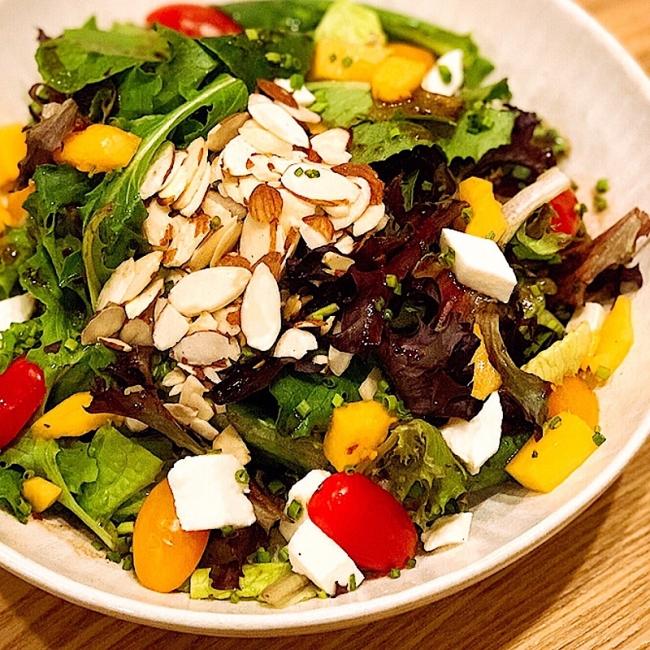 野菜嫌いも食べられる?彩りも美しいWAIOLI特製サラダ