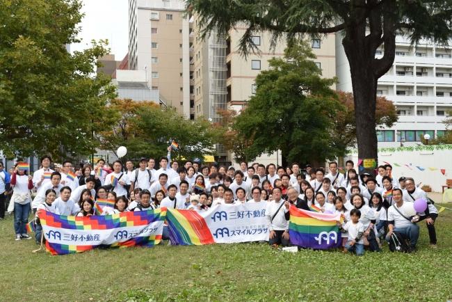 2019年11月4日九州レインボープライド2019に社員130名でパレードに参加(博多区冷泉公園)
