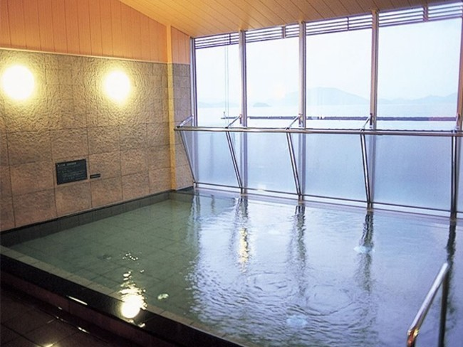 若狭湾を眺める温浴施設「濱の湯」