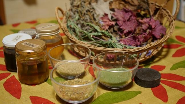 和製ハーブ・佐渡の野草を使ったナチュラル石鹸作りと野草茶体験