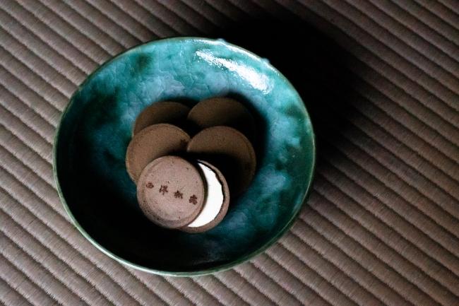六代目小川文斎の器と「トリュフせんべい」