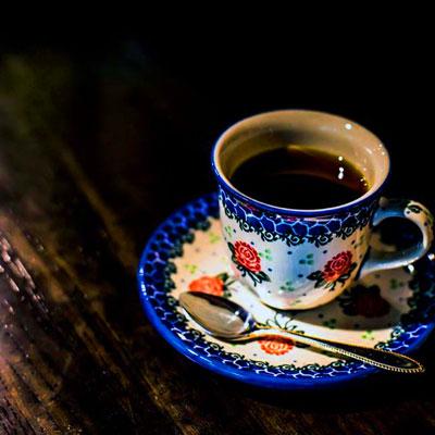 パナマ ゲイシャは現在最高のコーヒー。味の特徴は、ジャスミンのような甘い香り、白桃ようなコーヒー味、甘いレモンティーにも似た後味。現代のコーヒーの女王