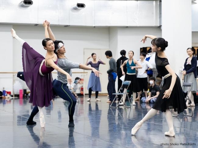フランスの踊りのリハーサル