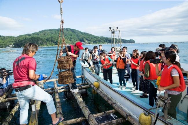 漁船に乗って海中熟成。海産物の漁場見学も。