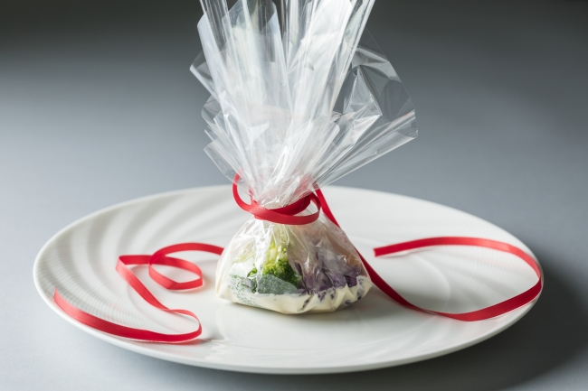 魚介料理:宮城県女川産帆立貝と桃浦産牡蠣の包み焼き 黄柚子の香り