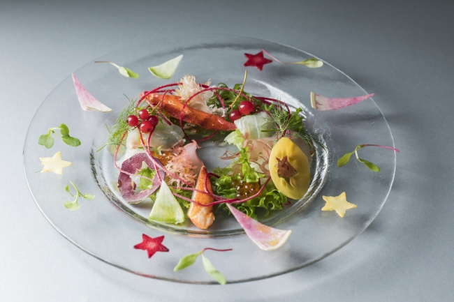 冷前菜:オマール海老、真鯛のマリネ、とうきょうサラダ、海藻のリース仕立て