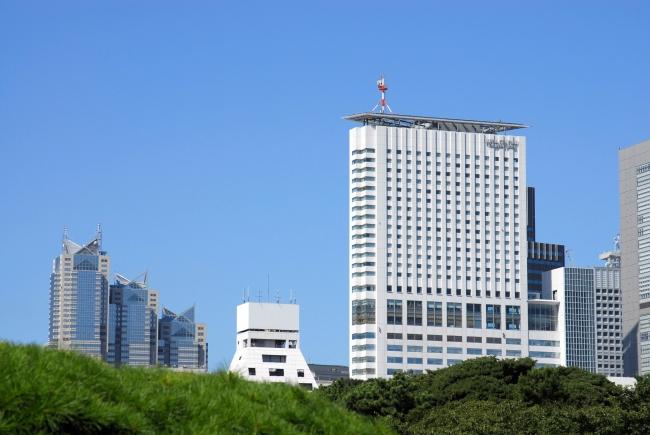 新宿御苑より望む小田急ホテルセンチュリーサザンタワー