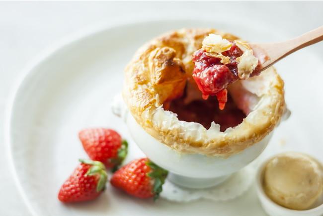 苺のポットパイ バニラアイスクリームとともに