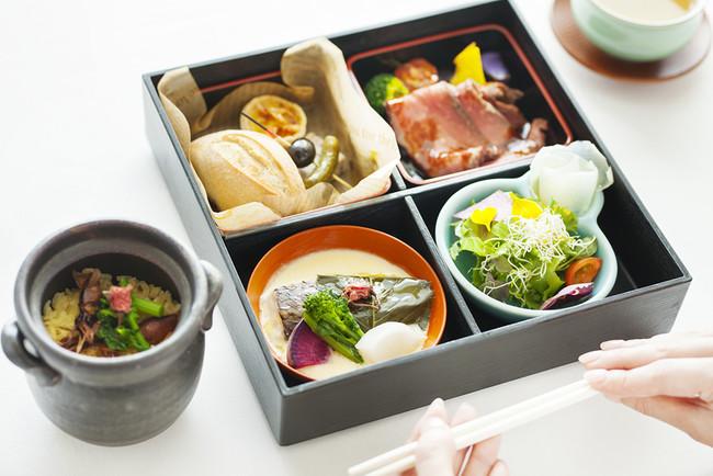 華やぐ季節の彩り弁当と 富山県産ホタルイカと桜の炊き込みご飯(オプション)