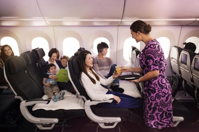 エコノミー「スカイカウチ」をはじめ、  ニュージーランド航空ならではの シートを各クラスにご用意し、  快適な空間を提供いたします